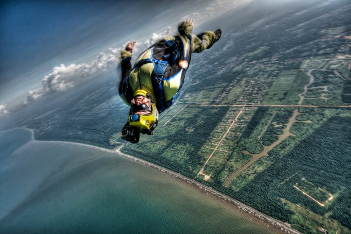 Skydiving everywhere in the world