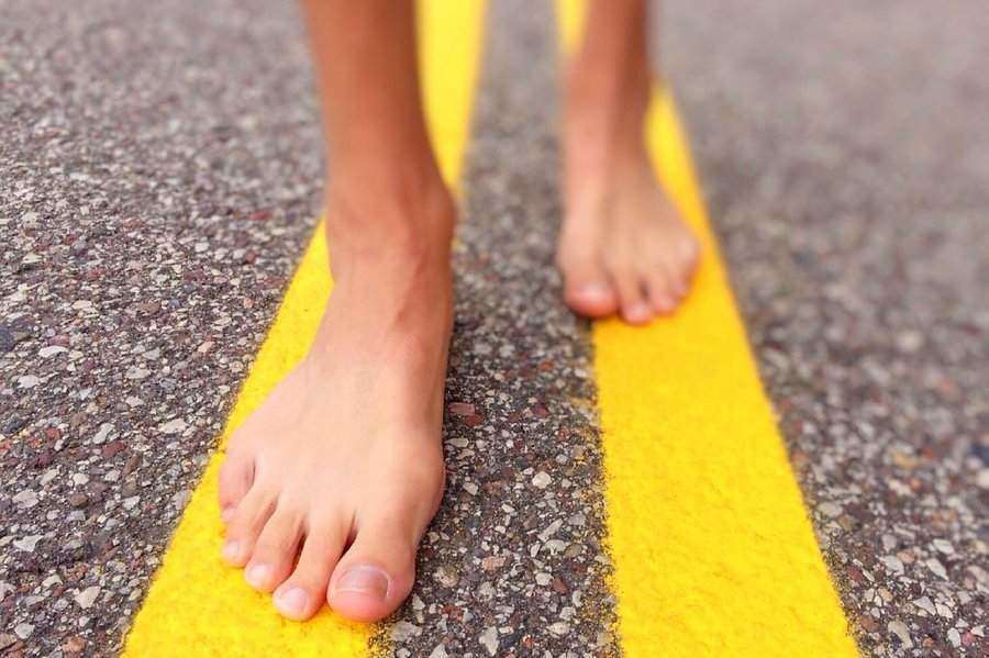 3 Reasons To Walk Barefoot, And 2 Possible Dangers